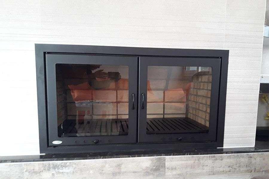 ¿Qué es mejor chimenea abierta o cerrada?